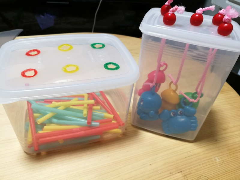【手作り知育教材の知育玩具編】ストロー落とし♪0歳も喜ぶ!モンテッソーリ風おもちゃ